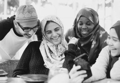 Warum wird an junge Muslime Fragen gestellt, die eine andere Religion abzielt?